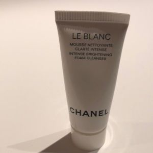CHANEL Makeup - Chanel Le Blanc brightening foam cleanser sample
